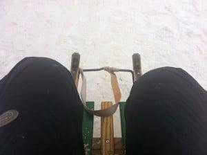 ... mich an einem Davoser Schlitten festgeklammert...