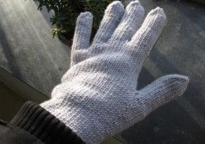 ... die nigelnagelneuen Handschuhe, die mir meine Mama gestrickt hat, anprobiert...