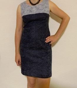 Etwas schwer geraten, aber doch ganz ok: Etui-Kleid.